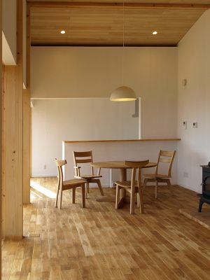 群馬県赤城山の戸建住宅デザイン。薪ストーブ。群馬の家。SMDW津久井誠人設計