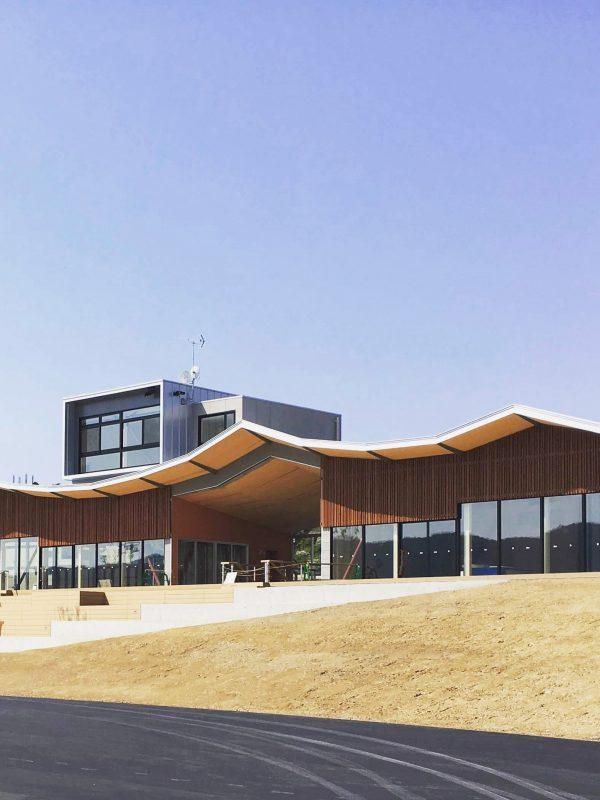 商業施設の気仙沼内湾ムカエルで防潮堤をパブリックスペースにするSMDW津久井誠人設計
